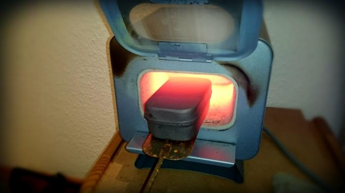 Vorsicht beim Rausholen! 800 Grad sind ECHT heiß